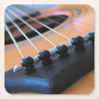 Gitarren stränger - håll musiken att leka underlägg papper kvadrat