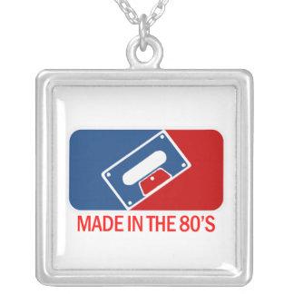 Gjort i 80-tal halsband med fyrkantigt hängsmycke