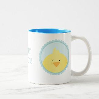 """""""Glad påsk"""" med lite en chick & en lycklig kanin Två-Tonad Mugg"""