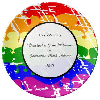 Glad regnbågefrihetsflagga som gifta sig porslinstallrik