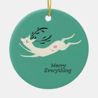 Glad ren allt rund julgransprydnad i keramik