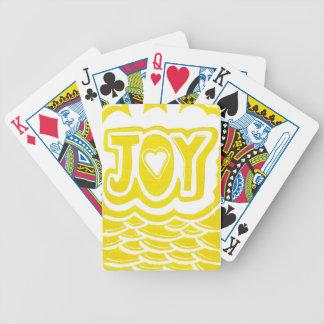 Glädje som leker kort spelkort