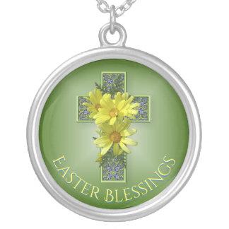 Gladlynt gula daisypåskvälsignelser silverpläterat halsband