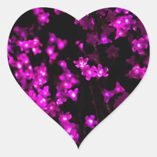 Glödande rosablommaljus hjärtformat klistermärke