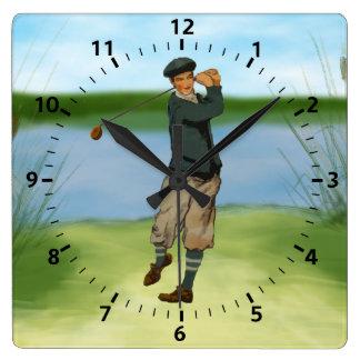 Golf för vintagelookgolfare som krattar en gunga fyrkantig klocka