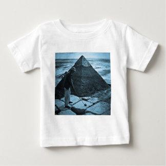 Golf på de tonade pyramidvintageblåtten tee