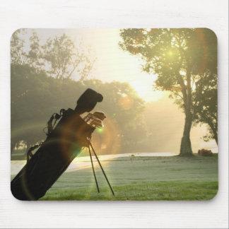 Golfmusen vadderar musmatta