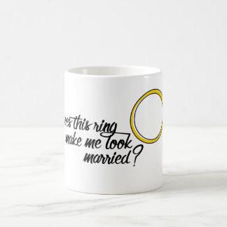 Gör denna ring mig att se gift? BRUDGUM Kaffemugg