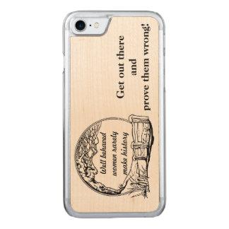 """""""Gör väl uppförda kvinnor sällan den historie"""" Carved iPhone 7 Skal"""