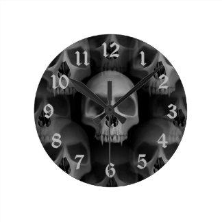 Gotisk ondska fanged skalleHalloween fasa Rund Klocka