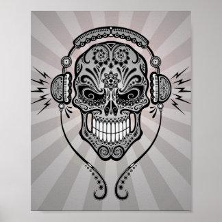 Grå färg DJ sockrar skallen med strålar av ljust Poster