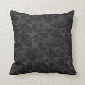 Grafisk svart triangelmönsterdekorativ kudde