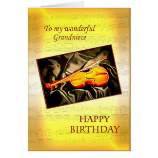 Grandniece ett musikaliskt födelsedagkort med en hälsningskort