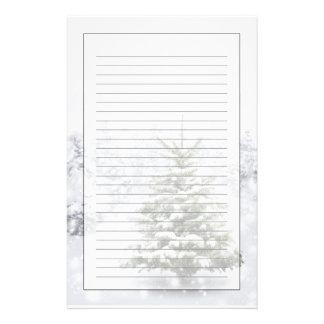 Granträd i tjock snö brevpapper