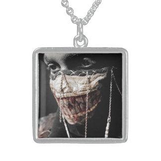 Gräslig Retrospection Halsband Med Fyrkantigt Hängsmycke