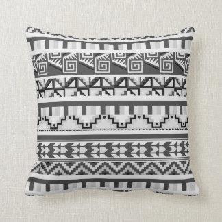 Grått geometriskt abstrakt Aztec stam- Kudde