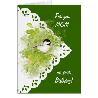 Grattis på födelsedagenmammaChickadee, fågel & Hälsningskort