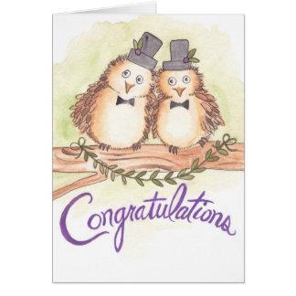 Grattisugglor för glatt bröllop hälsningskort