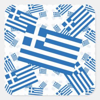 Grekland flagga i skeva åtskilliga färgrika lagrar fyrkantigt klistermärke