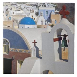 Grekland och grekisk ö av den Santorini townen av  Kakelplatta
