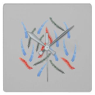 Grenar kvadrerar väggen tar tid på fyrkantig klocka
