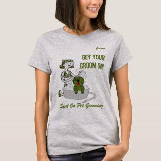 Grön dräkt för Groomer för T-shirt