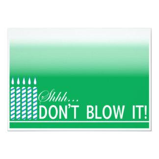 Grön födelsedagsfest för överrrakning 50th 12,7 x 17,8 cm inbjudningskort