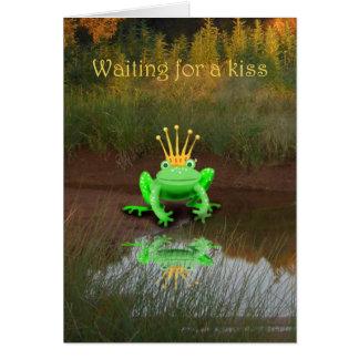Grön groda med kronan, väntande kyss hälsningskort
