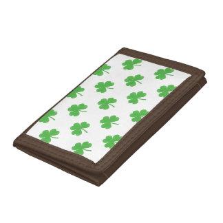 Grön hjärtformade klöver på vit St Patrick