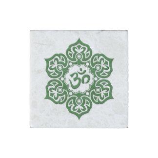 Grön lotusblommablomma Om på vit Stenmagnet