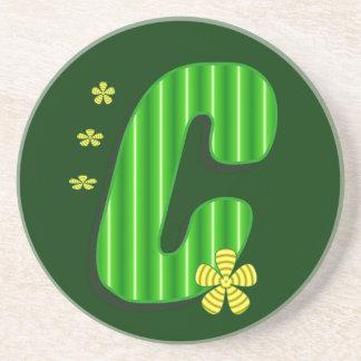 Grön monogram för C Glasunderlägg