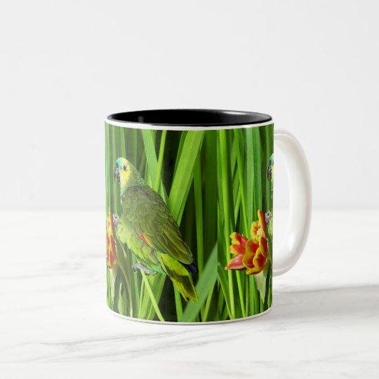 Grön natur med papegojan Två-Tonad mugg