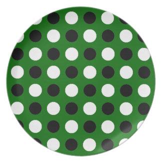 Grön polka dots för skog tallrikar