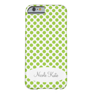 Grön polka dotsMonogram Barely There iPhone 6 Fodral
