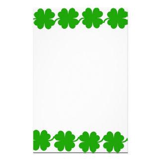 Grön shamrockgräns brevpapper