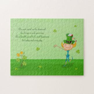 Grön Shamrockklöver & älvor med trollhatten Pussel