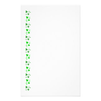 Grön Shamrocksmönsterbrevpapper Brevpapper