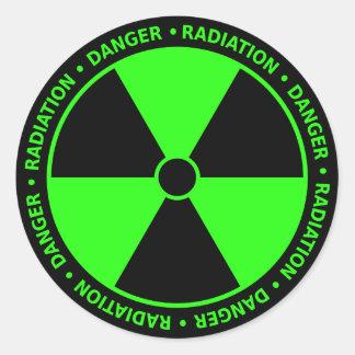 Grön utstrålningssymbolklistermärke runt klistermärke