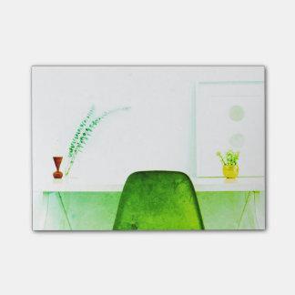 Grön vattenfärgkonstnärstol från skrivbordet av post-it lappar
