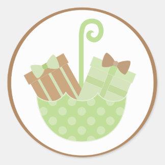 Gröna babygåvor i paraplybaby shower runt klistermärke