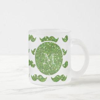 Grönt glittermustaschmönster din Monogram Kaffe Muggar