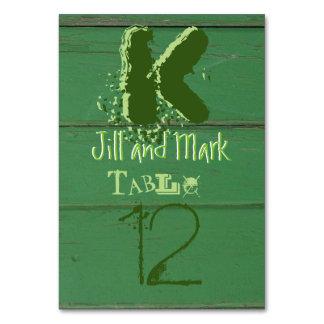 Grönt lantligt ladugårdträ skrivar bordkortet bordsnummer