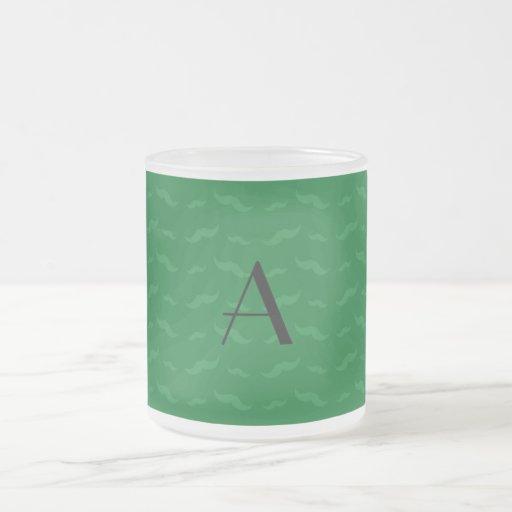 Grönt mustaschmönster för Monogram Kaffe Muggar