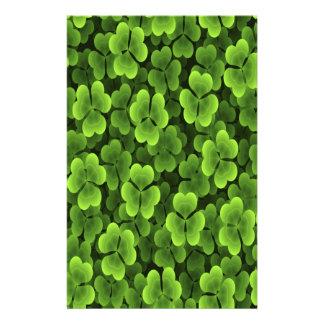 Grönt Shamrockväxtmönster Brevpapper