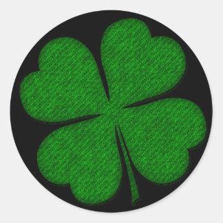 Grönt tyg texturerade Shamrockdesignklistermärkear Runt Klistermärke