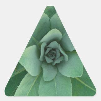 Grönt varvad växt triangelformat klistermärke