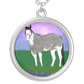 Grulla hästMare Halsband Med Rund Hängsmycke