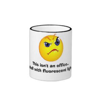 grumpy kontorsansikte ringer mugg