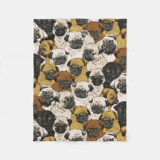 Grumpy mops/rolig gullig mops förföljer fleecefilt