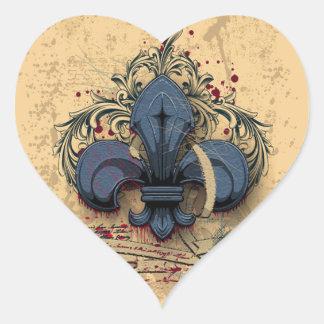 Grunge för metall för vintagefleur-de-lis blått hjärtformat klistermärke
